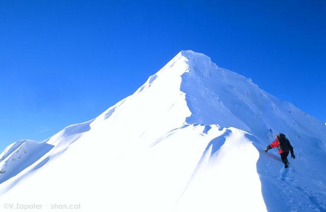 Alpinismo en Crêt du Rey, Beaufortain, Francia. Climbing Crêt du Rey, Beaufortain, Francia