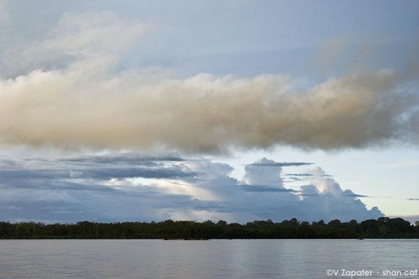 Cielo sobre el río Napo, Yasuní. Sky over Napo River, Yasuni